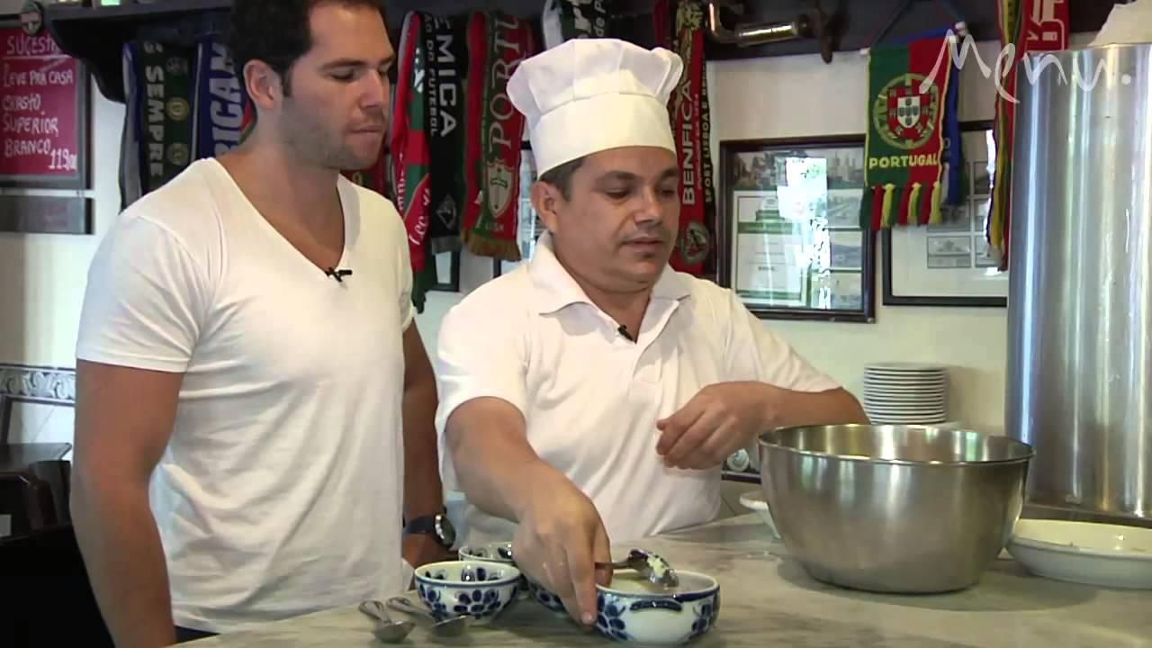Em vídeo, aprenda a preparar o clássico bolinho de bacalhau