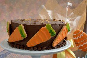 Bolo de cenoura com ganache de chocolate meio-amargo (foto: divulgação/ Mauro Holanda)