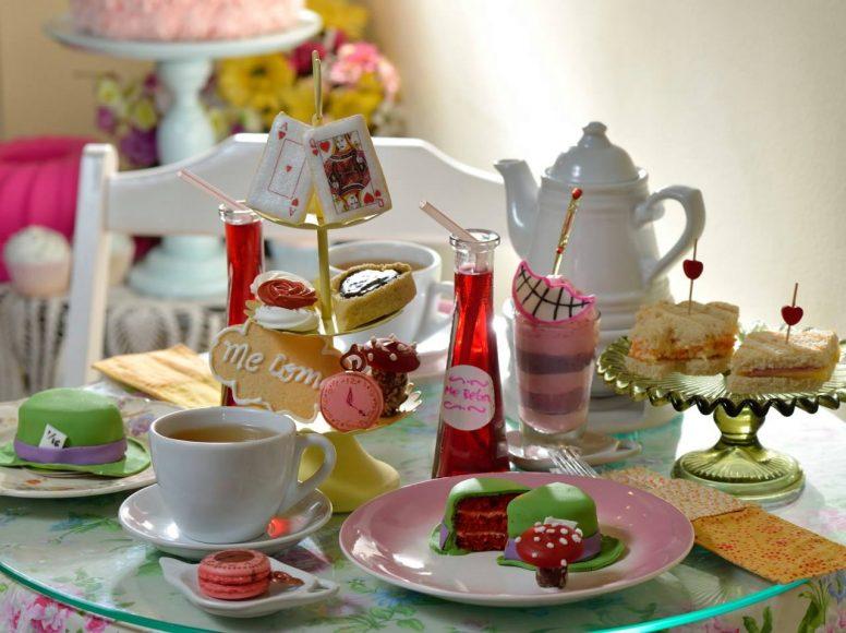 Chá inspirado em Alice no País das Maravilhas acontece em SP