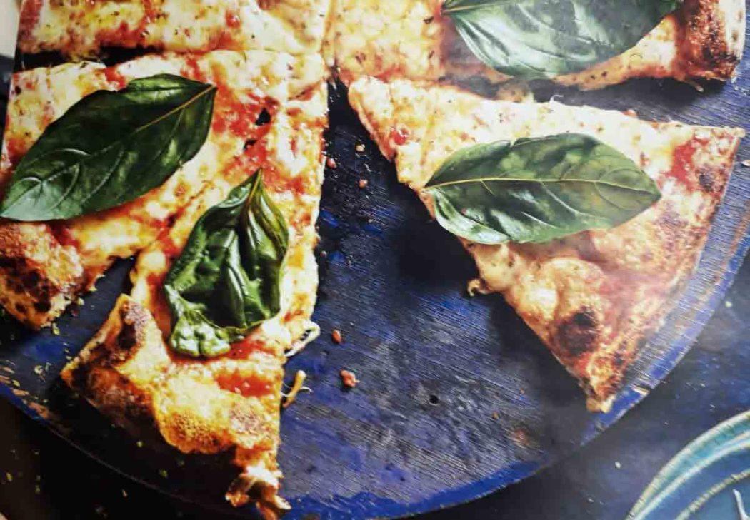 Receita simples de Pizza Margherita, receita rende 1 pizza grande (Foto: Roberto Seba)
