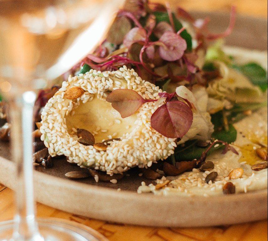 Aprenda a fazer salada com cogumelos frescos e abacate