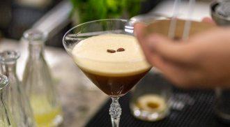 Espresso Martini é clássico com vodca e licor de café