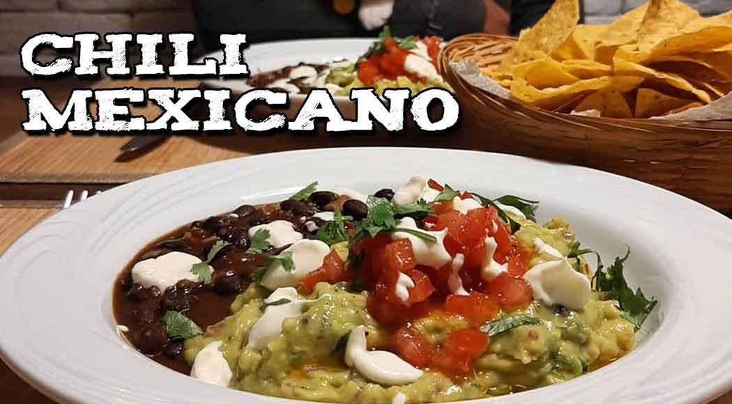 Veja como fazer chili com guacamole, tartar de tomate e sour cream. Foto: CookFork/YouTube