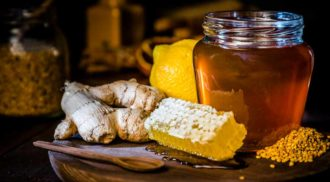 Confira 4 dicas para descobrir se o mel é falsificado. Foto: iStock