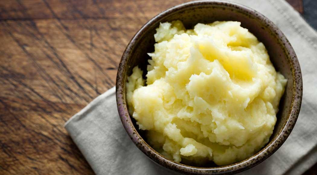 Chef ensina truque para fazer purê de batatas em 15 minutos; assista