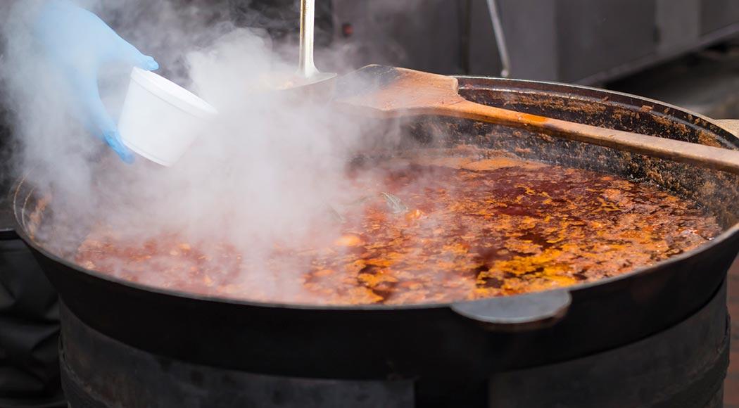 Chef iraquiano morre após cair em caldeirão de sopa de galinha