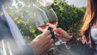 Campanha dá hotel, jantares e vinhos no Dia dos Namorados; participar é fácil