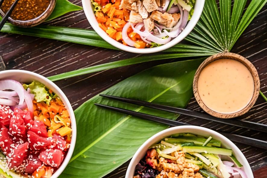 Fim da polêmica do poke: qual é o jeito certo de comer o preparo?
