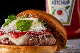 Cliente vence ação da Heinz e dá nome a hambúrguer no Frank & Charles