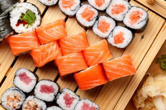 Aprenda a comer sushi como se vivesse em Tóquio (Foto: iStock)