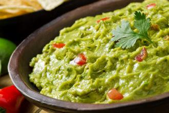 Veja como 9 chefs famosos preparam guacamole (Foto: iStock)