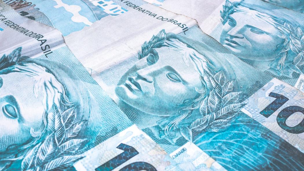 Empresário esquece bolsa com R$ 240 mil em restaurante; garçom encontra e devolve (Foto: iStock)