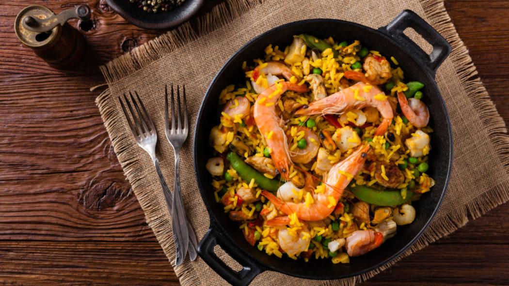 Receita deliciosa de Paella com frutos do mar (Foto: iStock)