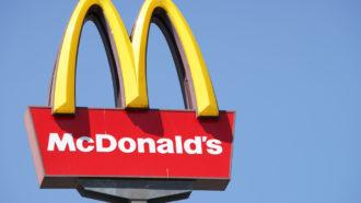 Mulher ganha um ano de McDonald's grátis e vira vítima de trolagem na internet (Foto: iStock)