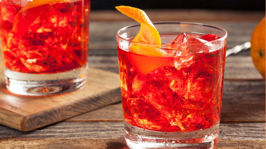 Aproveite a Negroni Week com 5 versões do drinque clássico (Foto: iStock)