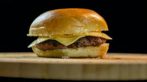 Cheeseburger Cozido (Foto: iStock)